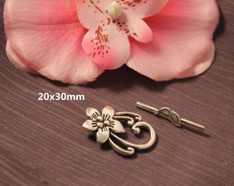 2 - SC00030 - 20x30mm Silver Flower Toggle clasps