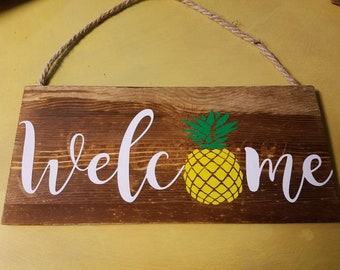 Wooden Pineapple Welcome Sign