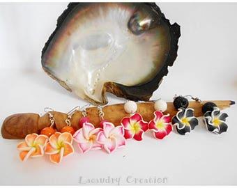 Boucles d'oreilles fleurs exotiques, tipanié tiaré, boucle pour oreilles percées polymere, boucles pendantes, fleurs tipanié, fleur des îles