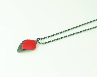 Rote Mini-Feder-Halskette