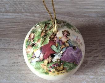 Vintage ceramic Potpourri Ball / Victorian Ceramic Pomander fill with perfumed flowers / Vintage Potpourri