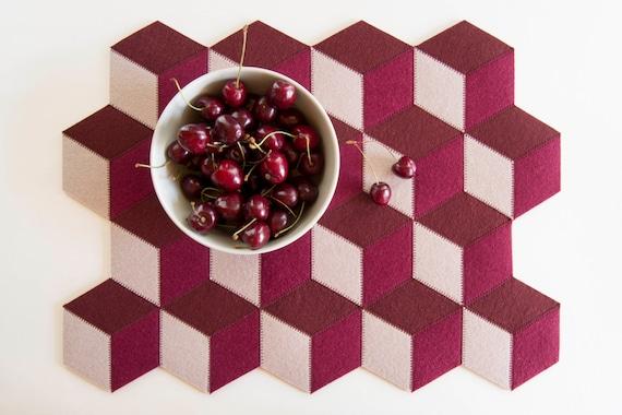 Burgundy felt placemats, geometric placemats, modern home, wool felt, handmade, gift idea, home decor, housewarming gift, made in Italy