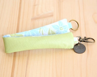 Lime Green Recycled Leather Keychain / Pastel green Woman Keyring / Message Customizable Keyring / Mother Student Personalized Gift / PCF18