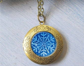 Snowflake Necklace, Photo Locket, Snowflake Locket, Winter Necklace, Locket Necklace