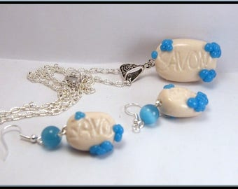 Parure collier et boucles savon en fimo et perle en verre.