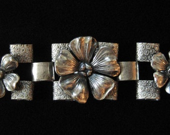 1940's Bookchain bracelet with Flower Links