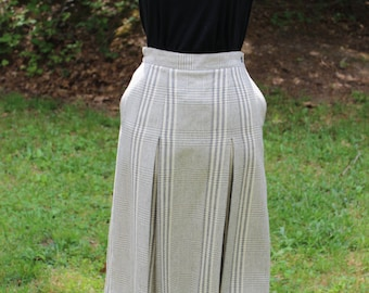 Vtg 1970's Gray Plaid Skirt/Lined/28 inch high waist/Union Made in the USA/Pockets/Secretary/Librarian/Career/Casual/Midi/Fitted/Size S/M