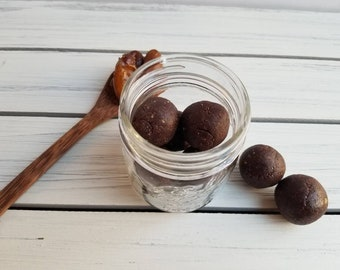 Raw Cacao Date Truffles