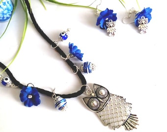 Long necklace with charm and owl earrings, with indigo blue flowers and crystal beads.