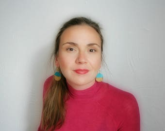 Statement Ohrringe in Pfauenblau mit Blattgold, Boho Sommer Schmuck, Festival Accessoire, Geometrische Ohrringe, Geschenk, blau, gold