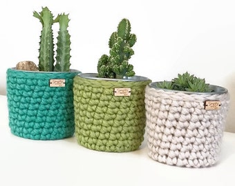 Small Crochet Planter / Crochet Pot / Planters & Pots / Galvanized Steel Flower Pot / Succulent Planter / Easter Decor / Mother's Day Gift