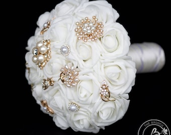 White and gold brooch bouquet, bridal broach wedding bouquet, gold brooch bouquet wedding, white rose bouquet with gold brooches