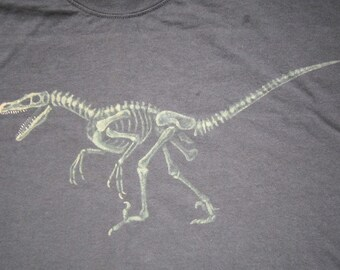 Velociraptor T-Shirt - Dinosaur Fossil Gift for Adults Paleontologists and Natural History Lovers