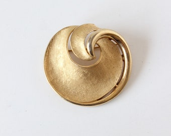 Vintage Trifari Brushed Goldtone Round Swoosh Brooch