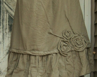 Short Rose Pintuck Skirt