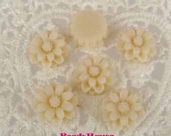 36-00-CA   6pcs Pretty  Mini Chrysanthemum Cabochon - Pale Ivory
