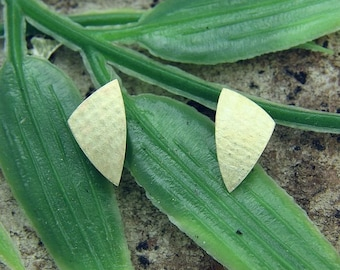 Earrings gold 585 /-, triangle linen structured to hand work