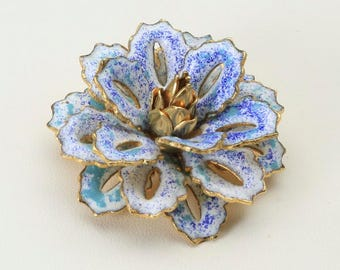 Vintage Gold Tone White & Blue Enamel Stacked Flower Pin Brooch Retro Pinup