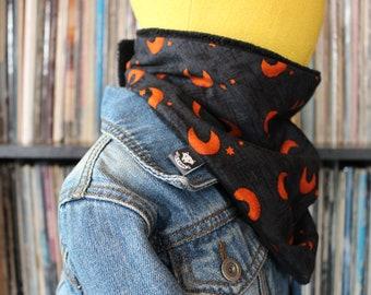 Scarf boy 0-3 years - black pattern cotton fabric Moon and stars oranges-polar black - snap - O.CAROL