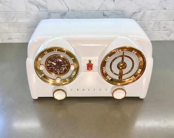 Pristine 1953 Crosley 11-120U Clock Radio Alarm White Bakelite, Dashboard