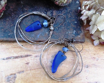 Ultramarine Waves: gypsy style for these earrings with blue glass pebbles .....
