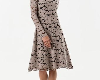 Lace dress with scalloped hem, neckline and sleevehem