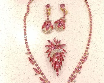 Vintage Juliana (DeLizza and Elster) Pink Navette Parure
