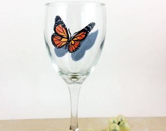 Butterfly wine glass, Painted wine glasses, butterfly home decor, Best wine gift, Monarch Butterflies, housewarming gifts, Wine lover gift