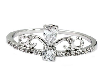 Elegant silver crystal ring