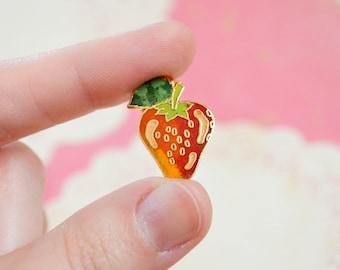 Vintage Strawberry Pin - Enamel Pin - Vintage Lapel Pin - Cloisonné Pin - Pin Game - Fruit Pin - Tie Pin - Pin Badge