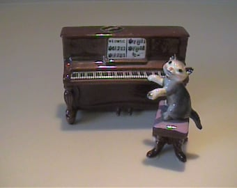 Vintage Hagen Renaker miniature Meowsic piano and tabby kitty cat on bench