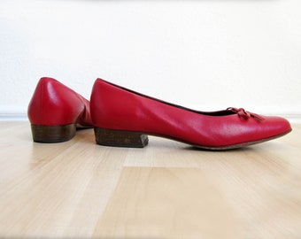 Vintage 1980s red leather van eli slide on slip on bow cutout flats shoes