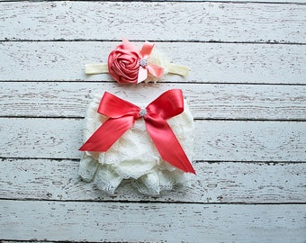 Cake Smash Outfit, Baby Girl Lace Bloomer, Ruffle Bloomer, Ivory Lace Bloomer,Cake Smash Outfit, Diaper Cover, Newborn Photo Prop