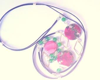 Collier sautoir tendance Nacre fleurs de Pivoines et Agate ton rose et vert,  fil de cuir noir 1 m Anniversaire