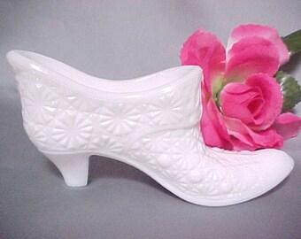 Verre de lait chaussure Daisy et bouton motif, Figurine de collection Vintage Style victorien pantoufle de verre, blanc verrerie Home Decor