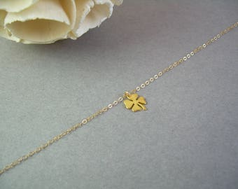 Dainty Clover Gold Necklace / Delicate Gold Clover Necklace / Good Luck Gift Necklace / Thin Gold Chain / Dainty Gold Necklace / AD004