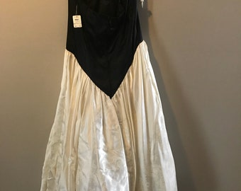 Vintage black and white strapless dress nwt size 11/ 12