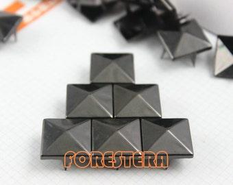 300Pcs 15mm Gunmetal PYRAMID STUDS Metal Studs (GP15)