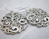 Silver Paisley Flower Rou...