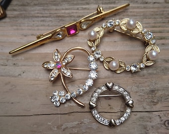 Lot of four vintage rhinestone and pearl brooches