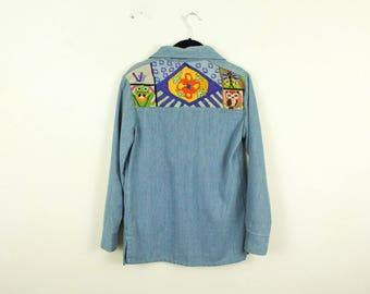 1970s Super Soft Denim Shirt with Needlepoint Back / Frog / Butterfly / Owl / Flower / Polka Dots / Stripe / Hippie / Psychedelic / Small /
