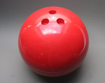 Vintage 1970s large ice bucket, Bowling ball shape, French design, LAMOTTE for GUILLOIS, Red plastic, Made in France, Unusual bar accessory
