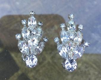 Art Deco Weiss Brilliant Sparkling Clear Rhinestone Earrings Crown Shape with Small Rhinestone Tips - Vintage Rhinestone Earrings, Jewelry