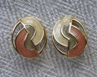 Vintage Enamel Earrings in Peach and Beige,clip on, with gold tone metal--Excellent!