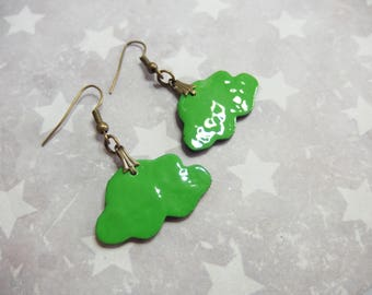 Earrings small clouds green effect enamel