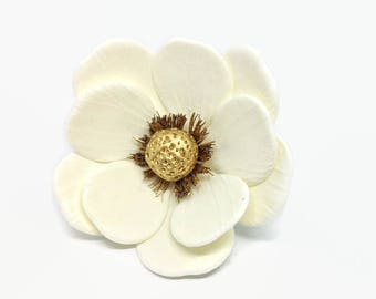 Anemone Sugar Flowers with Gold Center for wedding cake toppers, gumpaste decorators, DIY weddings