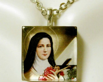 Saint Therese pendant with chain - GP02-007