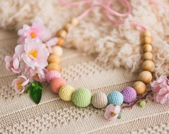 Christmas Present - Neutral Simple Rainbow Nursing Necklace - juniper wood - Kangaroo Care Europe