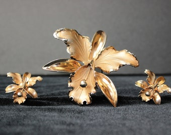 1940s Orchid PIN & EARRING SET ~ gold tone metal