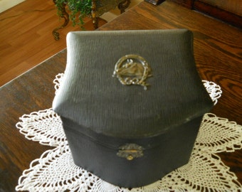 1890s Victorian collar box  with 2 collars all original . Some wear on inside lining.